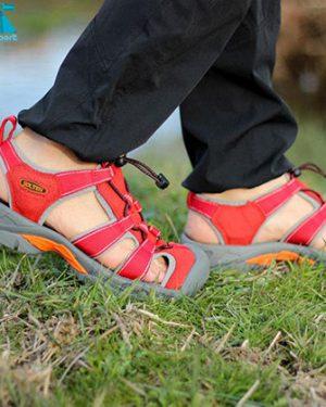 عکس طبیعت صندل زنانه اسنوهاک مدل جلوبسته رنگ قرمز